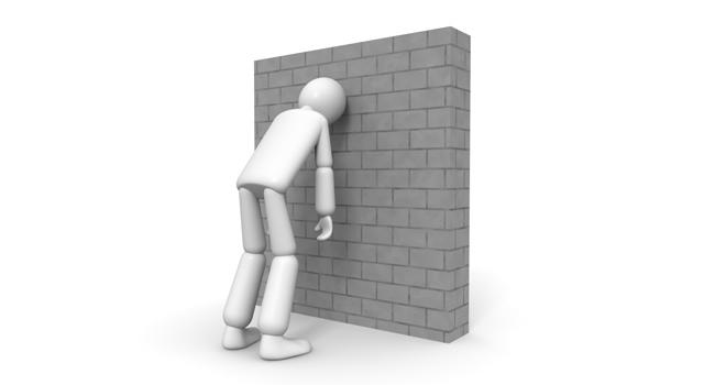 悩む|壁|限界ギリギリ - 人物イラスト|無料素材